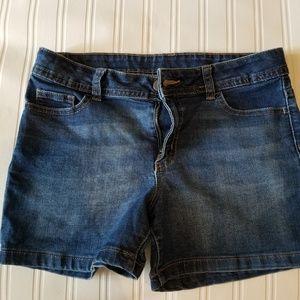 Girls denim shorts 🚭 pet free